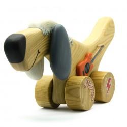 Собачка из дерева с гитарой