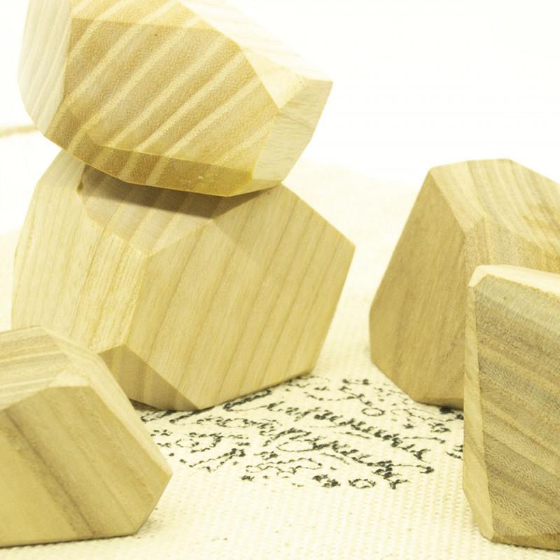 камешки из дерева